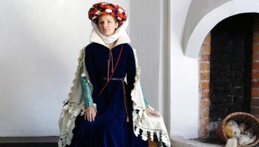 Istorinis kostiumas muziejuje