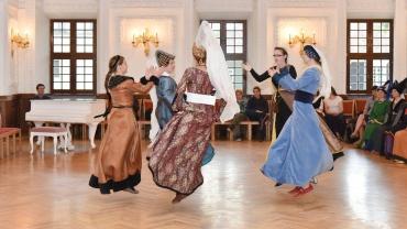 Senoviniai šokiai Petit Vriens